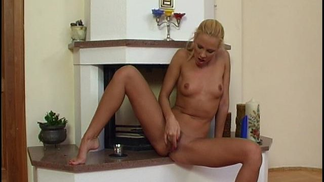 Outstanding Platinum-blonde Doll Fondling And Dildoing Her Smoothly-shaven Beaver