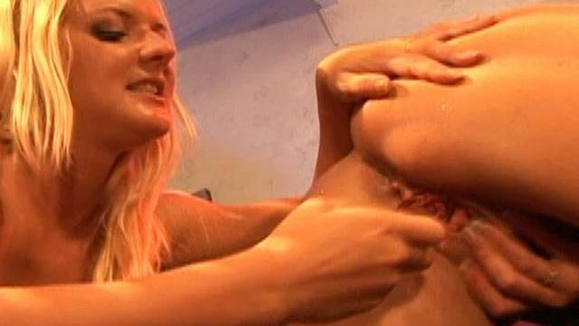 Barbara Summer Season And Crissy Cums Lick One Another's Pussy