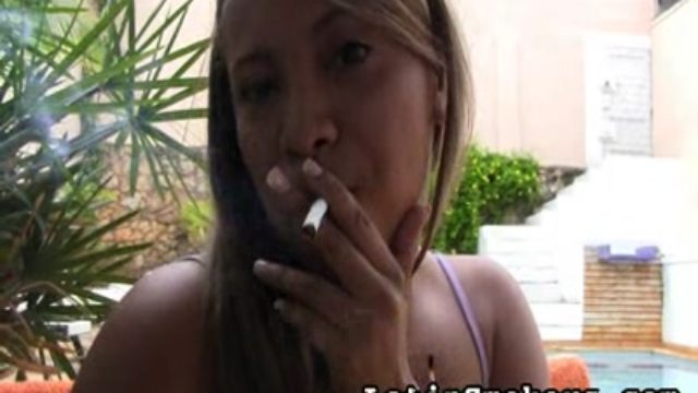 Total Figured Stunner Makes Smoking So Jaw-dropping