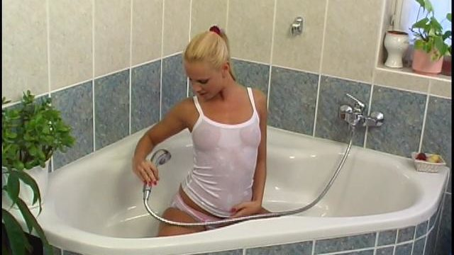 Ponytailed Blonde Czech Siren Washing Her Excellent Heinie Within The Bathtub Tube