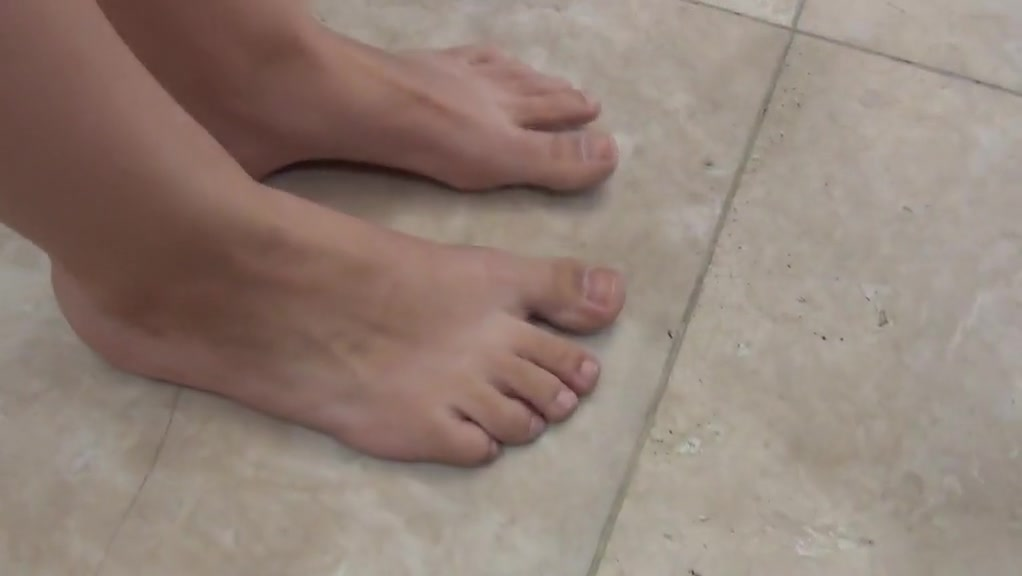 Mother With Jaw-dropping Feet Soles