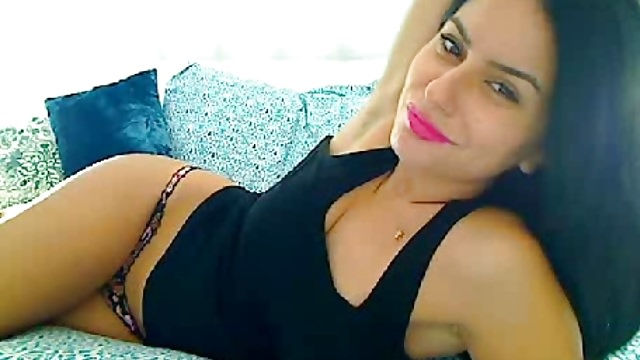 Gorgeous Arab Lebanese Undresses Onanism Vid