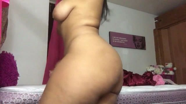 Ultra-cute Lady Bare Dancing On Cam