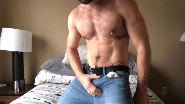Man With Ideal Muscle Mass Strokes Off On Cam